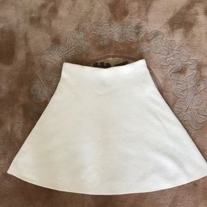 ❤️ Adrienne Vittadini white knit flare skirt